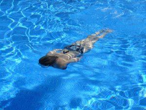 Nach dem Saunieren empfiehlt sich ebenso ein kaltes Tauchbad zu nehmen.