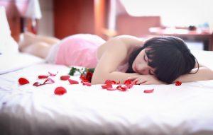 Rosen sind an Valentinstag immer schön zum Auslegen.